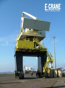 İÇDAŞ: driving the crane to its work spot at the receiving dock