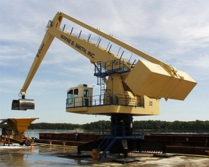 1500 Series E-Crane®, model 10264 offloading barges at Wayne B. Smith Inc. since 2000 along the Mississipi River, Louisiana, MO, USA
