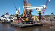 The barge-mounted E-Cranes are doing sterling service for UABL in Argentina.