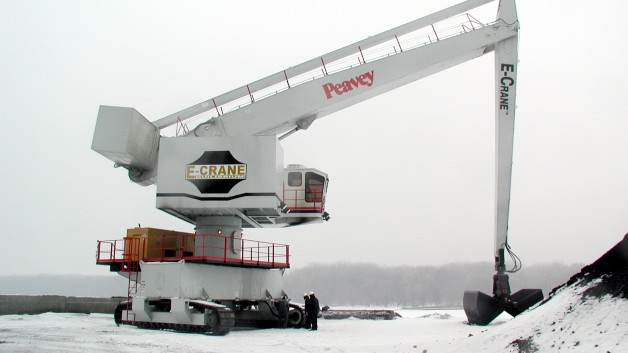1000 Series E-Crane on crawlers at Peavey Products, USA